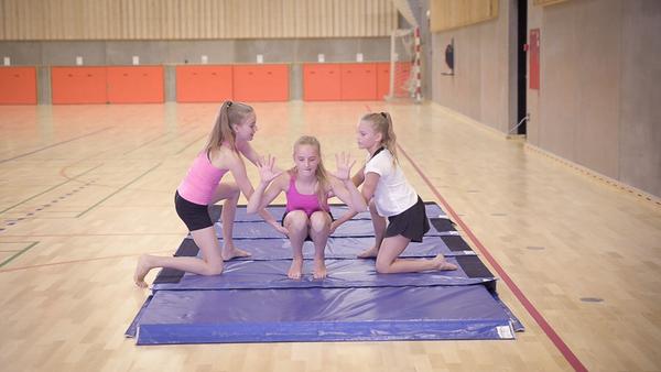 Baglæns rulle og modtagning i idræt - undervisning